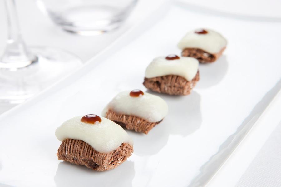 Almohadillas de All-Bran Choco con Mozzarella y Pedro Ximénez